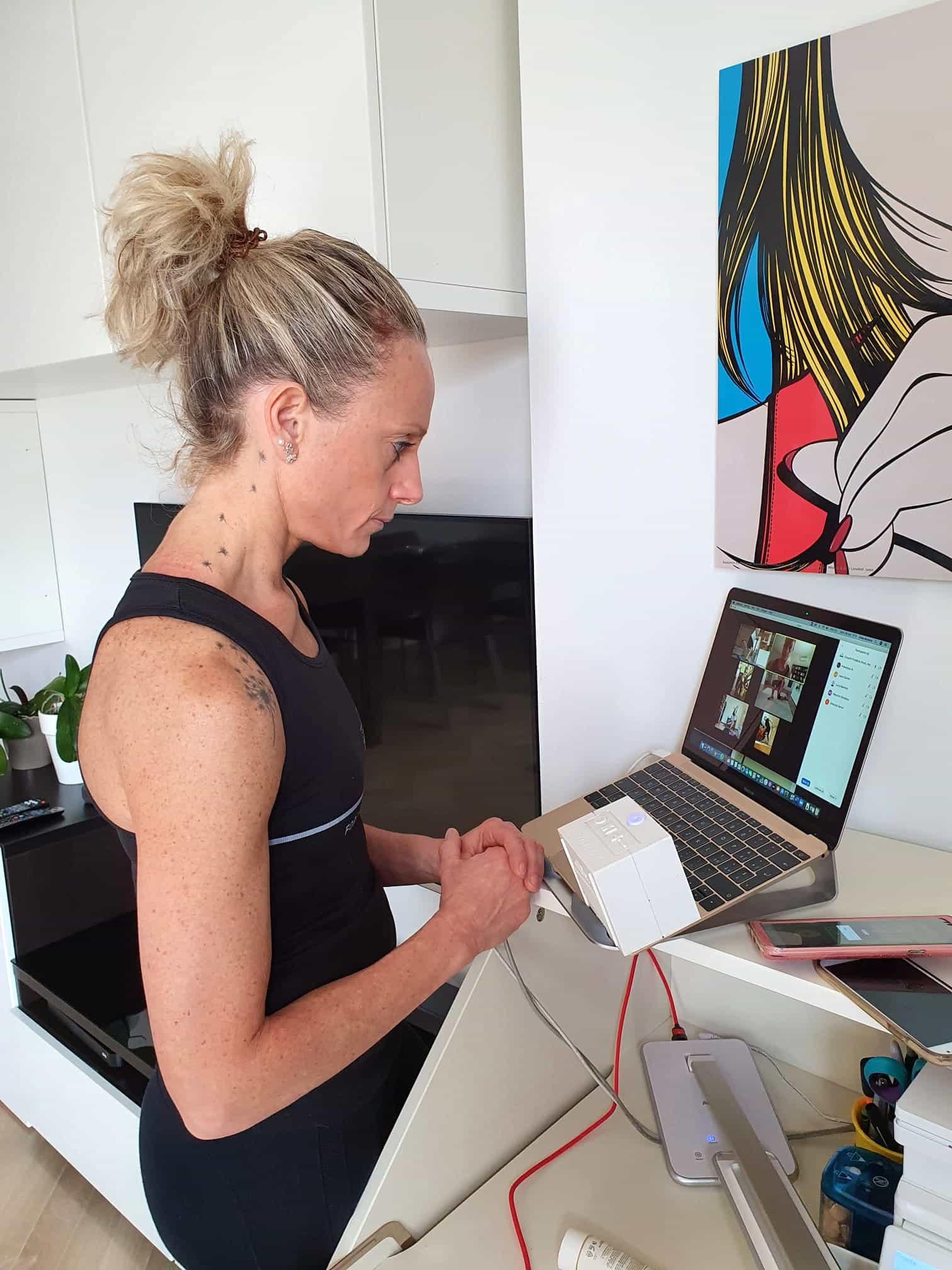 Erika Mosena durante una lezione on line.-2