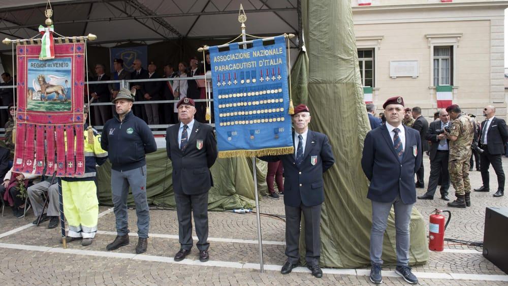 Labaro associazione Paracadutisti-2