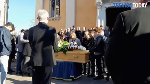 Folla commossa dà l'ultimo saluto a Michele Zanette, morto in un incidente a soli 18 anni