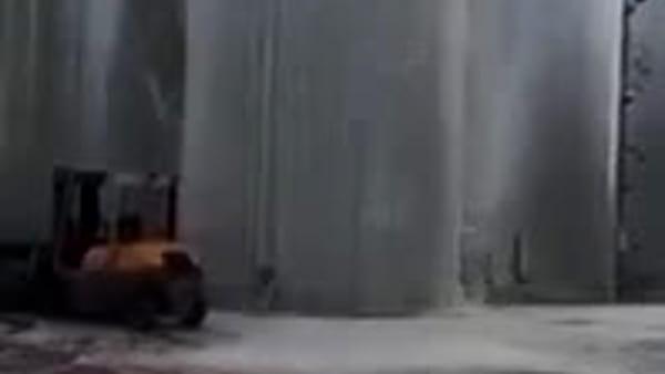 Il silos non basta e 30mila litri di Prosecco finiscono sul piazzale