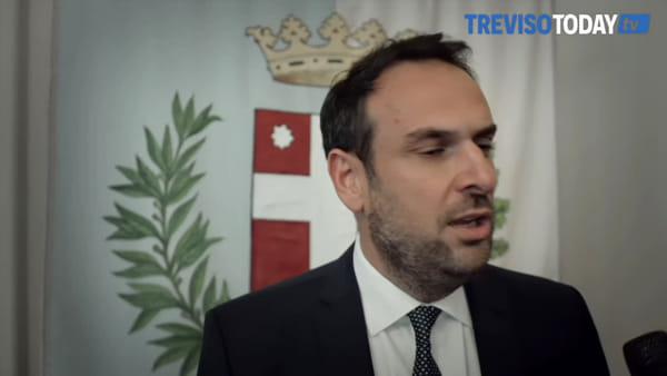 Caso Nizzetto, la maggioranza chiede le dimissioni: arriva l'altolà di Conte