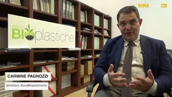 """Si fa presto a dire """"plastic free"""": alla scoperta della filiera delle bioplastiche, dove una forchetta diventa compost"""