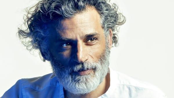 """""""Uno, nessuno, centomila"""": Enrico Lo Verso recita al Teatro Busan"""