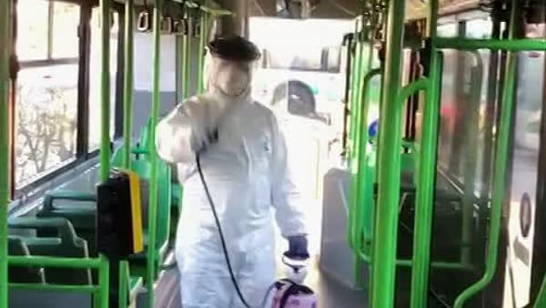 Coronavirus, prosegue la sanificazione di autobus e palestre