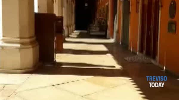 Effetto Coronavirus, piazza dei Signori deserta e silenziosa