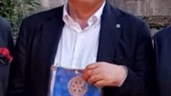 ALDO BARUFFI, presidente del RC TREVISO con il logo realizzato dai soci per il 70nnale del Club-2