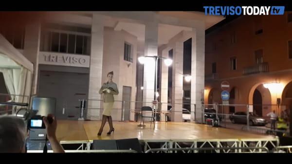 """Burlesque al """"Mercato dei vecchi mestieri"""", il video dello show"""