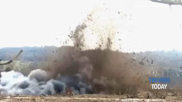Bomba della Grande Guerra fatta esplodere sul greto del Piave