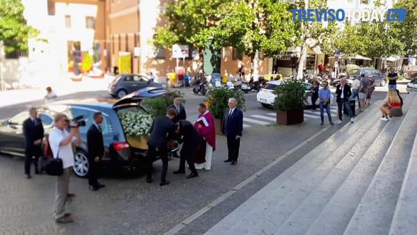 """L'ultimo commosso saluto di Treviso ad Elsa Svalduz, la """"signora della moda"""""""