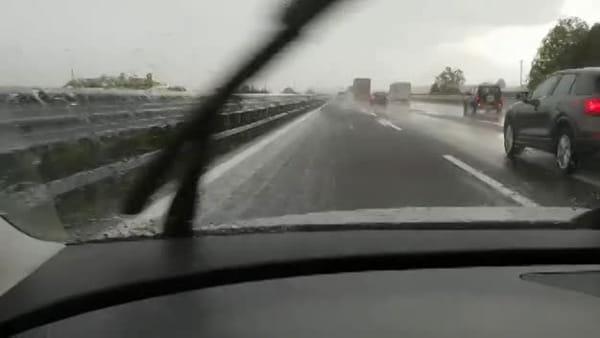 Pioggia e grandine in autostrada tra Treviso e Conegliano