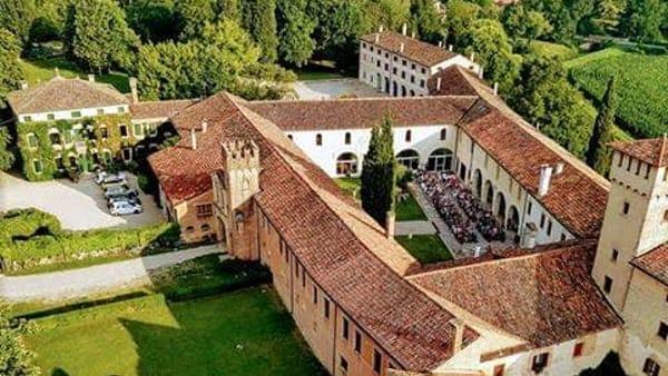 """Teatro all'alba in abbazia: a Monastier """"Eroi"""" di Andrea Pennacchi"""