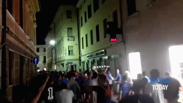 Treviso promossa in serie A1, tifosi in corteo in centro storico da porta San Tomaso al Duomo