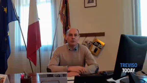 Il sindaco a chi non rispetta il decreto: «Vergognatevi, per il coronavirus siete buone prede anche voi»