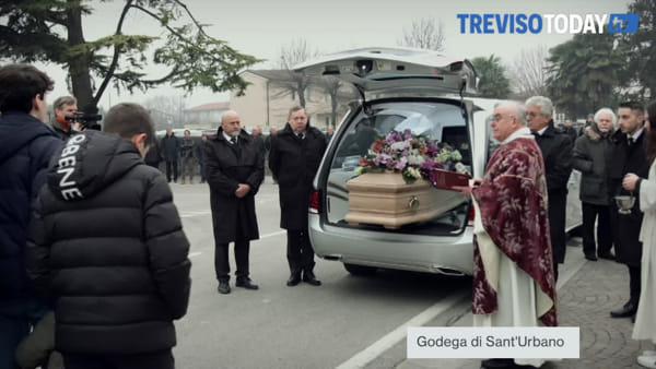 """In migliaia per dare l'ultimo saluto a Da Re, il creatore dei """"bibanesi"""""""