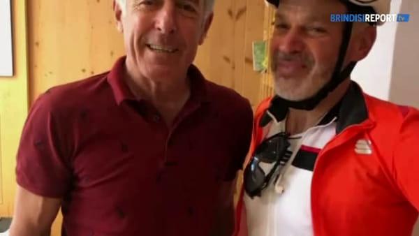 Giro d'Italia in bici: il pompiere trevigiano Mariotto accolto dai colleghi di Brindisi
