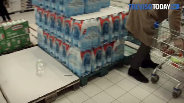 Psicosi da Coronavirus, supermercati trevigiani presi d'assalto