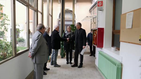 Emporio della solidarietà di Treviso: il vescovo Tomasi in visita ai volontari